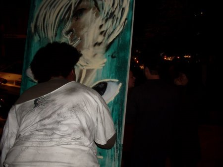 Hildes Sales fazendo painel de grafite.